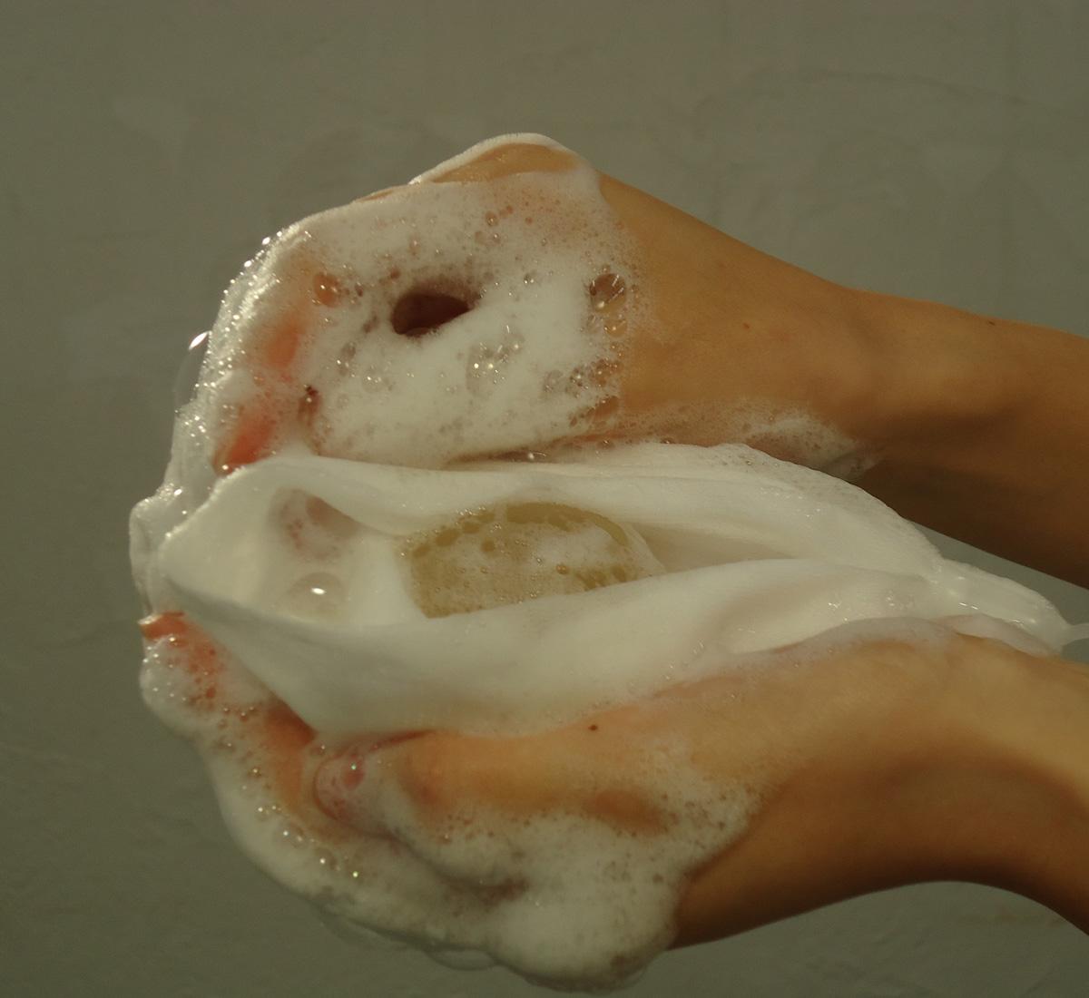 白美の雫(洗顔石鹸) ネットで泡立て