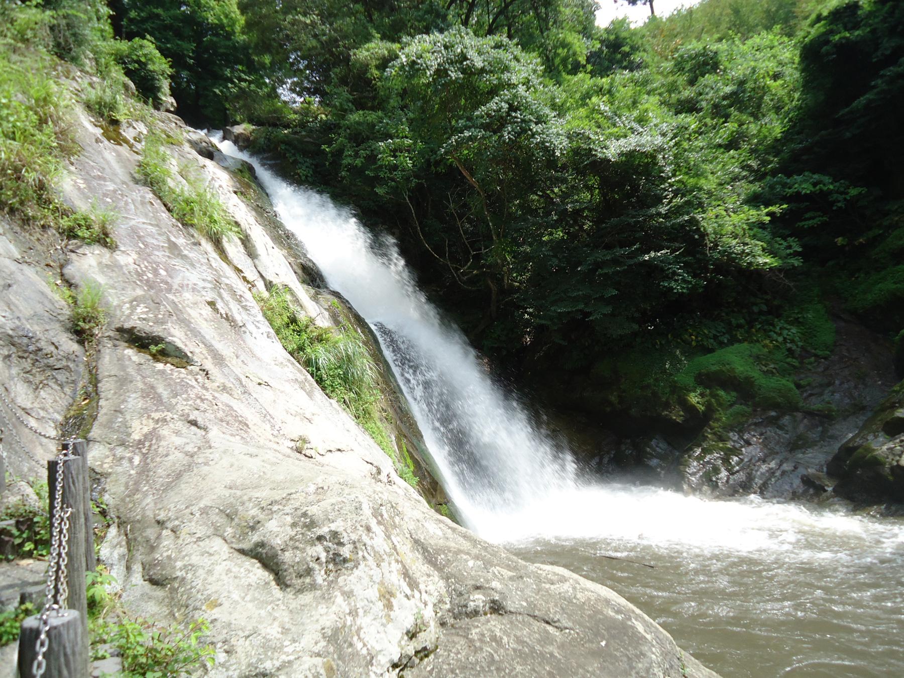 唐津市七山の「観音の滝」