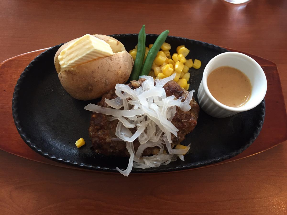 白いきくらげ「白美茸」料理(ハンバーグ)