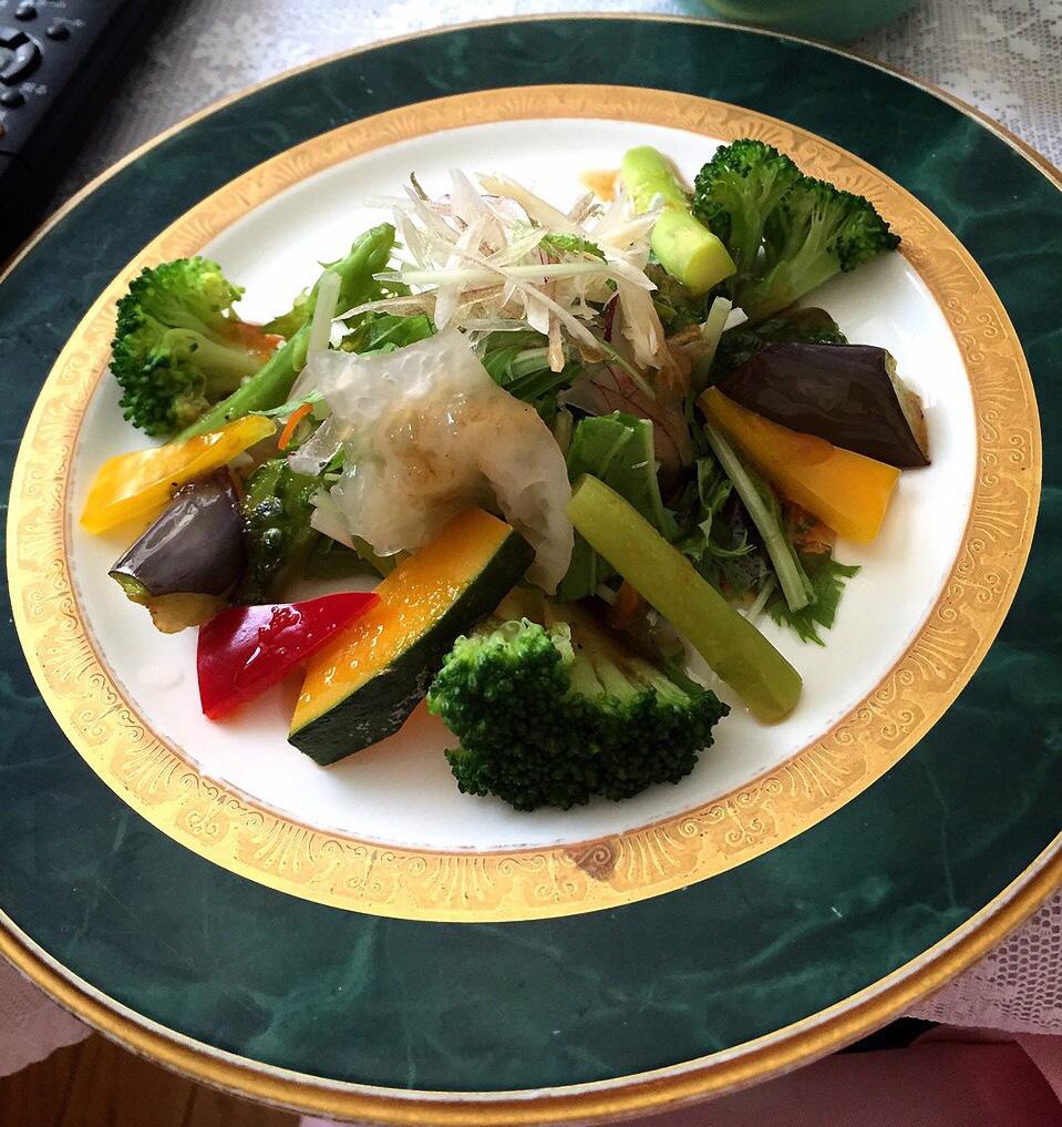 白いきくらげ「白美茸」のサラダ